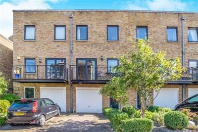 4 Bedrooms Town House for rent in College Road, Historic Dockyard, Chatham