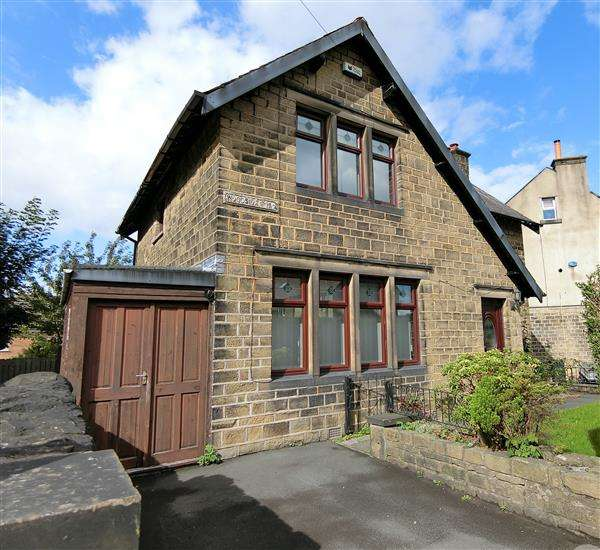 3 Bedrooms Detached House for sale in Woodside Road, Huddersfield