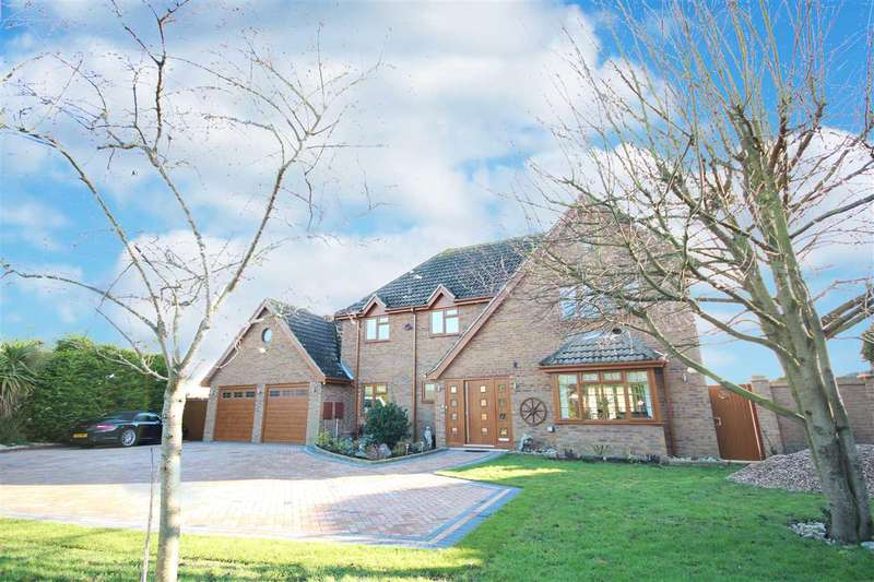 3 Bedrooms Detached House for sale in St. Johns Road, Clacton-on-Sea