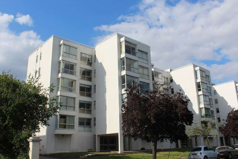 2 Bedrooms Flat for sale in Newbold Terrace, Leamington Spa, CV32