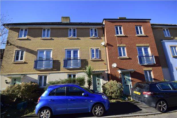4 Bedrooms Terraced House for sale in Arnold Road, Mangotsfield, BRISTOL, BS16 9LZ