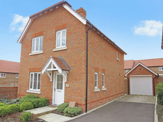 3 Bedrooms Detached House for sale in The Spinners, Hailsham, BN27
