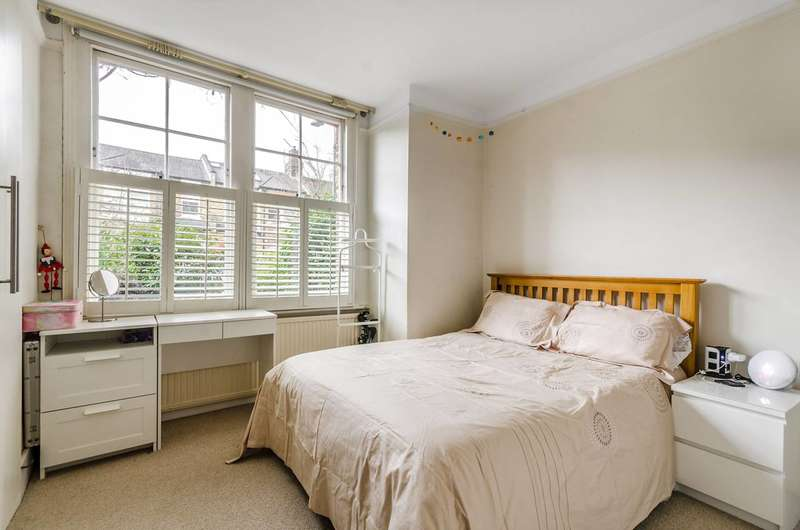 2 Bedrooms Flat for rent in Aylmer Road, Wendell Park, W12