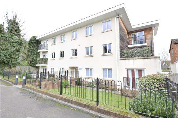 2 Bedrooms Flat for sale in Brighton Road, PURLEY, Surrey, CR8 3AA