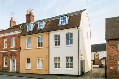 4 Bedrooms Town House for rent in West Street