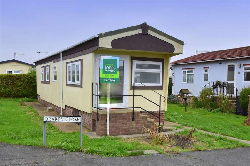 2 Bedrooms Detached House for sale in Drakes Close, Broadway Park, Lancing, BN15