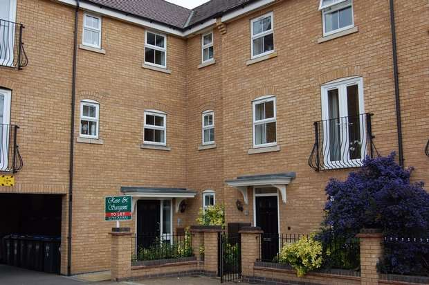 2 Bedrooms Flat for rent in Longstork Road, Coton Meadows, Rugby, Warwickshire