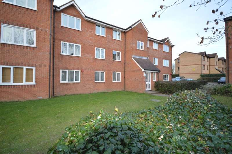 2 Bedrooms Flat for sale in Courtlands Close, Watford, WD24