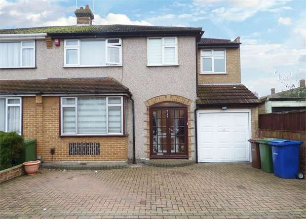 4 Bedrooms Semi Detached House for sale in Redlie Close, Stanford-le-Hope, Essex