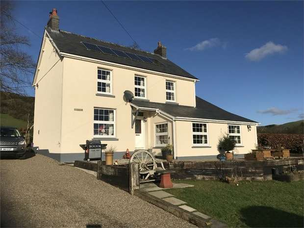 3 Bedrooms Detached House for sale in Ffarmers, Llanwrda, Carmarthenshire