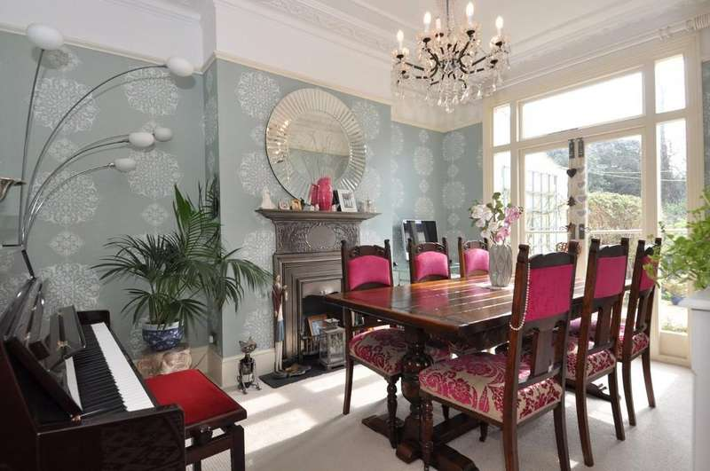 3 Bedrooms Terraced House for sale in Empress Avenue, Aldersbrook