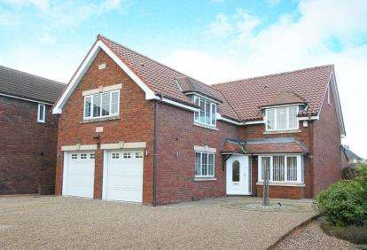 4 Bedrooms Detached House for sale in Rowernfields, Dinnington, Sheffield, South Yorkshire