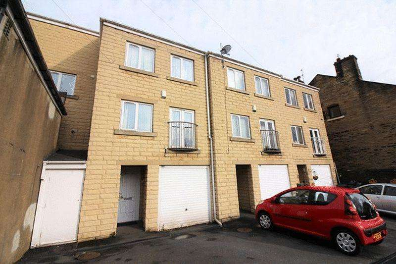 3 Bedrooms Town House for sale in Fern Street, Halifax