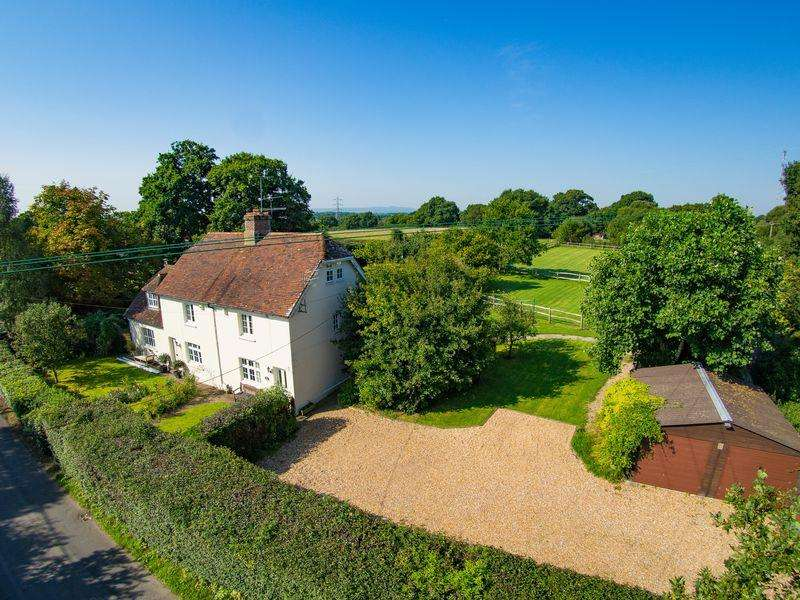 3 Bedrooms Semi Detached House for sale in Wineham Lane, Henfield