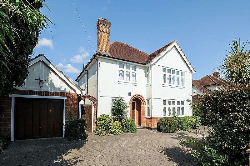 4 Bedrooms Detached House for rent in Walton on Thames