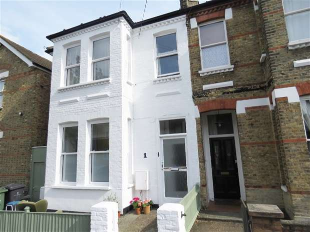 3 Bedrooms Flat for rent in Dodbrooke Road, West Norwood