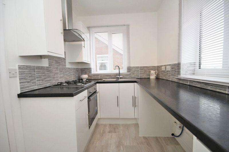 2 Bedrooms Flat for sale in SOUTH VIEW, HOLTON LE CLAY