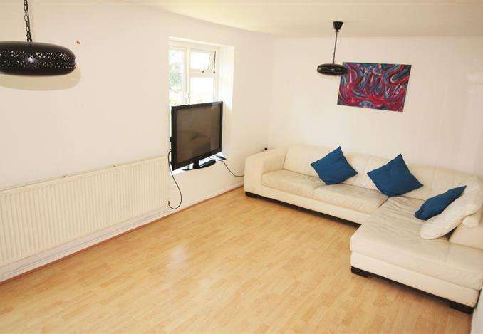 2 Bedrooms Flat for sale in Cromwell House, London, N10 2NR