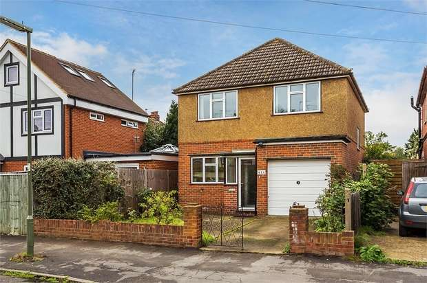 3 Bedrooms Detached House for sale in Carlton Road, WALTON-ON-THAMES, Surrey