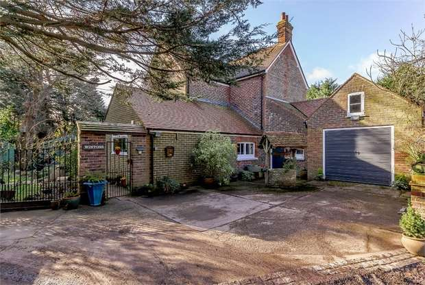5 Bedrooms Detached House for sale in Hambrook Hill South, Hambrook, Chichester, West Sussex