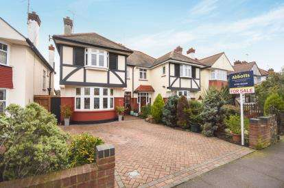4 Bedrooms Semi Detached House for sale in Southchurch, Southend-On-Sea, Essex