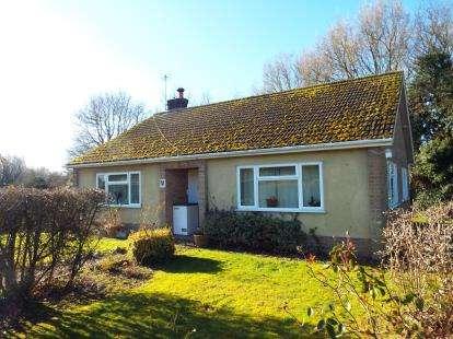 2 Bedrooms Bungalow for sale in Frettenham, Norwich, Norfolk