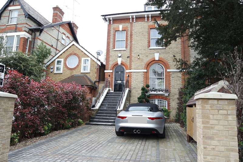 5 Bedrooms Semi Detached House for sale in Station Road, New Barnet