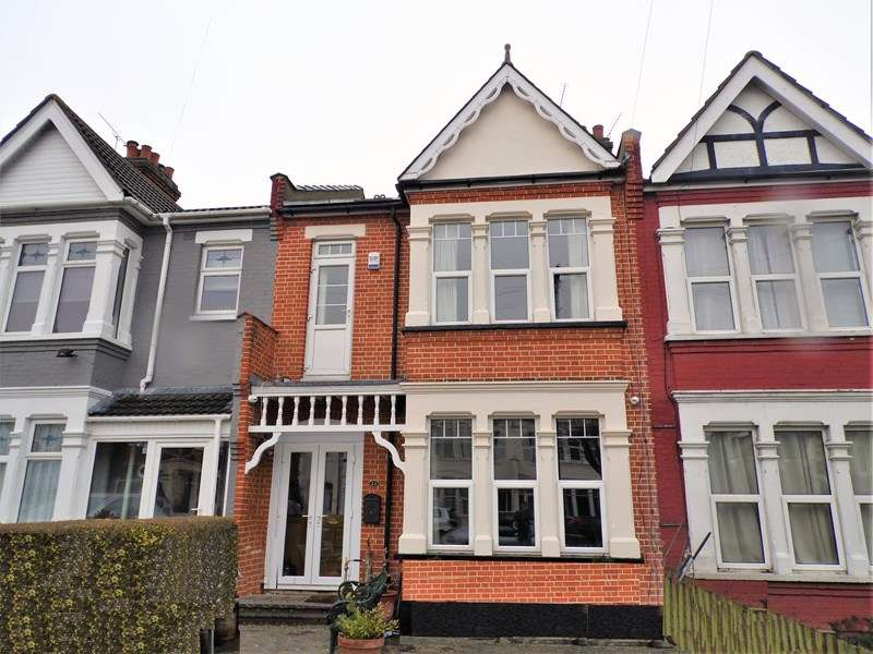 4 Bedrooms Terraced House for sale in Ilfracombe Avenue, Southchurch