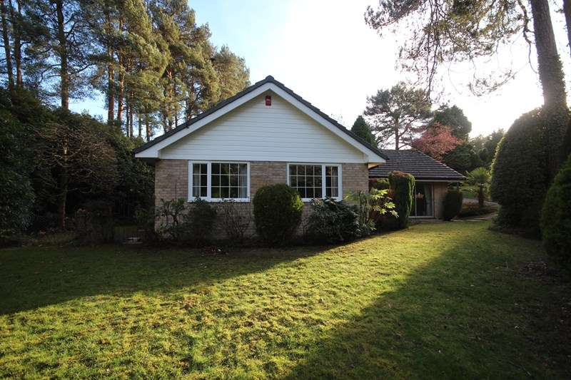 4 Bedrooms Detached Bungalow for sale in Egmont Close, Avon Castle, Ringwood