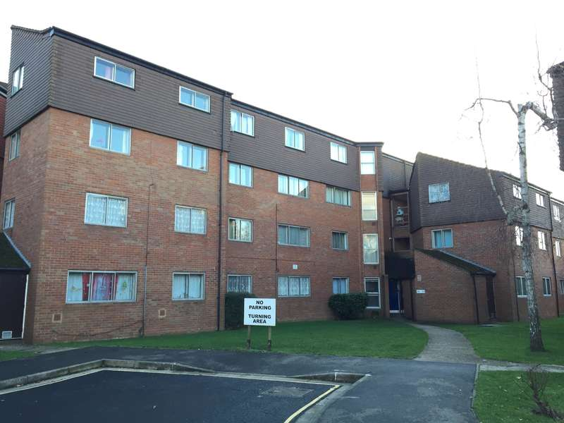 3 Bedrooms Flat for sale in Cranston Close, Hounslow, TW3