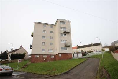 2 Bedrooms Flat for rent in Ewing Road, Lochwinnoch