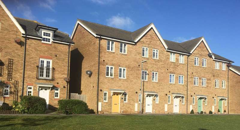 3 Bedrooms Semi Detached House for sale in Westview Close, Peacehaven, BN10 8GA