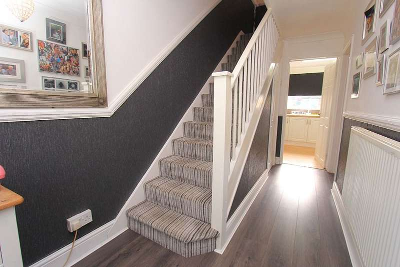 3 Bedrooms Terraced House for sale in Basildon, Basildon, Essex, SS15 5EW