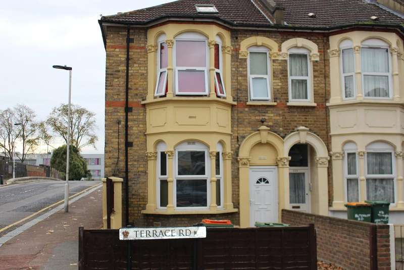 3 Bedrooms Ground Flat for sale in Terrace Road, London E13
