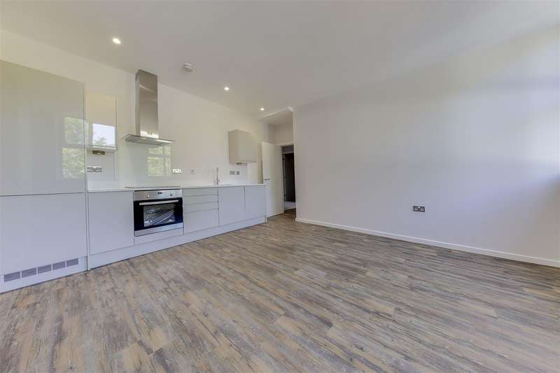 3 Bedrooms Apartment Flat for sale in Holcombe Road, Helmshore, Rossendale
