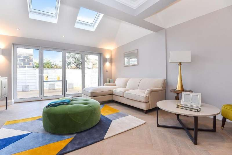 3 Bedrooms Flat for sale in Church Lane, Tooting