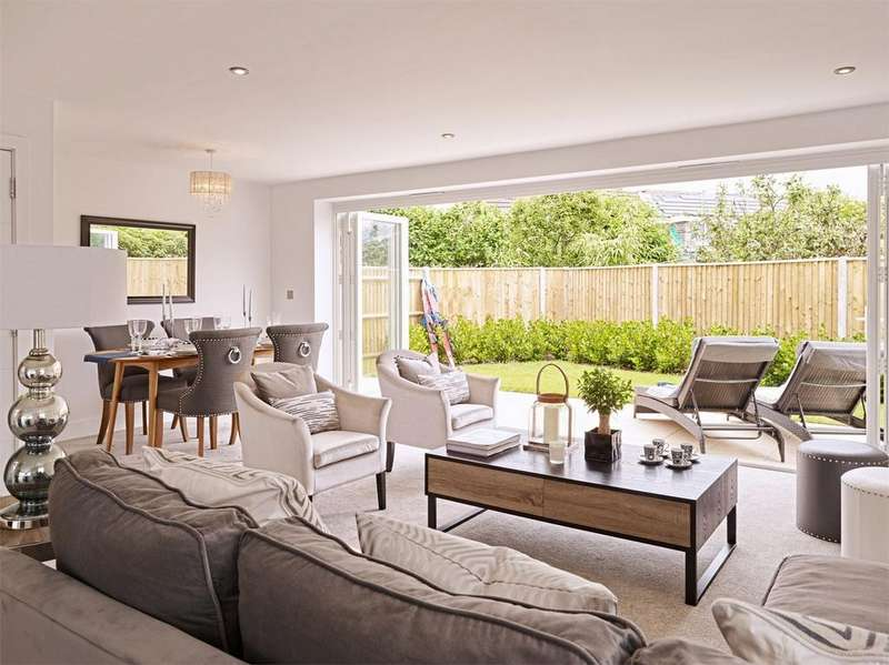3 Bedrooms Detached Bungalow for sale in Broadwater Avenue, Lower Parkstone, POOLE, Dorset