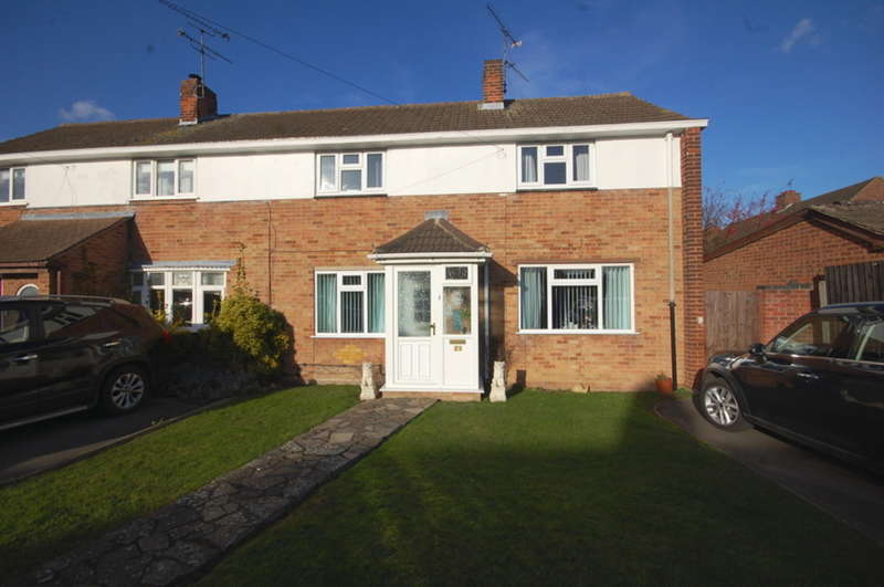 3 Bedrooms Semi Detached House for sale in Peel Road, Springfield, Chelmsford, CM2
