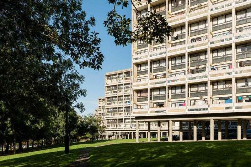 2 Bedrooms Apartment Flat for sale in Winchfield House, Highcliffe Drive, London
