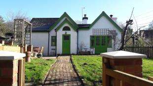 3 Bedrooms Semi Detached House for sale in Stone Cottage, Standard Hill, Battle, East Sussex