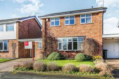 3 Bedrooms Link Detached House for sale in Burns Crescent, Offerton, Stockport, Cheshire