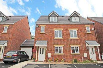 4 Bedrooms Semi Detached House for sale in Prestwood Close, Urmston, Manchester, Greater Manchester