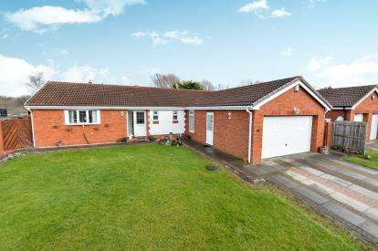 4 Bedrooms Bungalow for sale in Barberry Close, Ingleby Barwick, Stockton On Tees