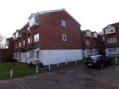 2 Bedrooms Flat for sale in Larch Close, New Southgate, ., London