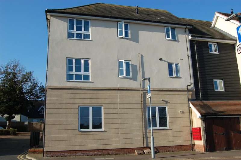 2 Bedrooms Flat for sale in White Hart Way, Great Dunmow CM6