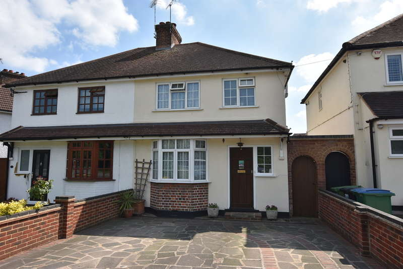 3 Bedrooms Semi Detached House for rent in North Approach, Watford