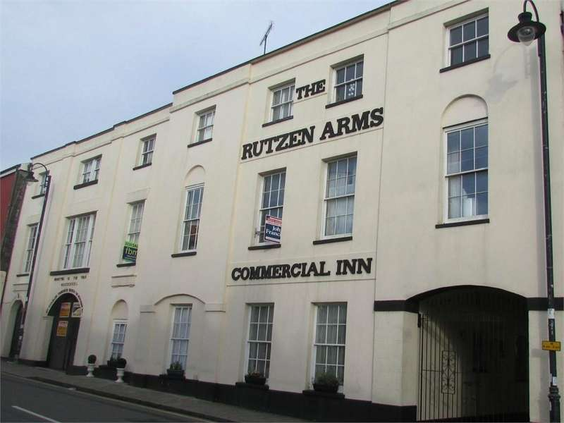 2 Bedrooms Flat for sale in Basement Flat, De Rutzen, Market Street, NARBERTH, Pembrokeshire