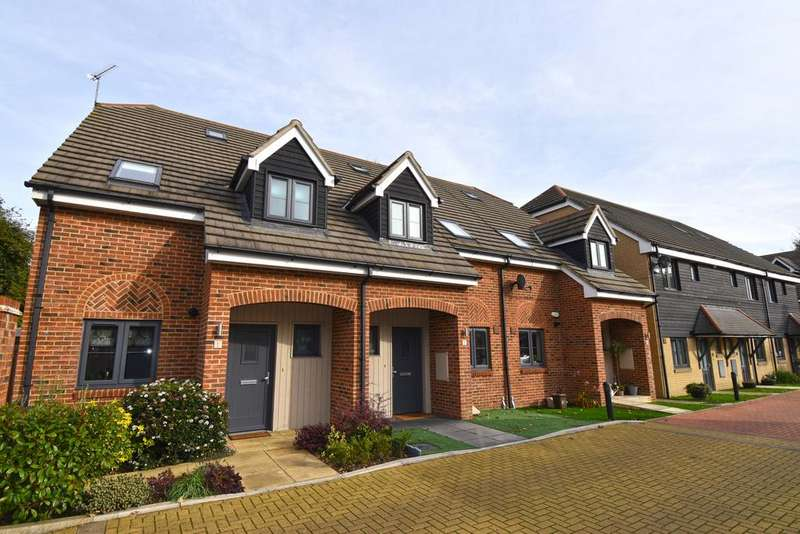 3 Bedrooms Town House for sale in Deburgh Close, Broxbourne EN10