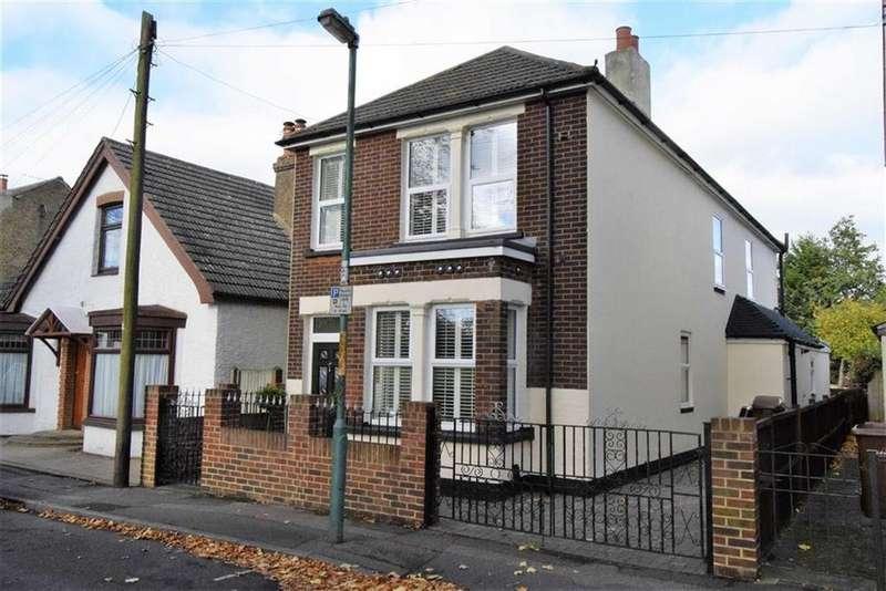 4 Bedrooms Detached House for sale in Wakeley Road, Rainham