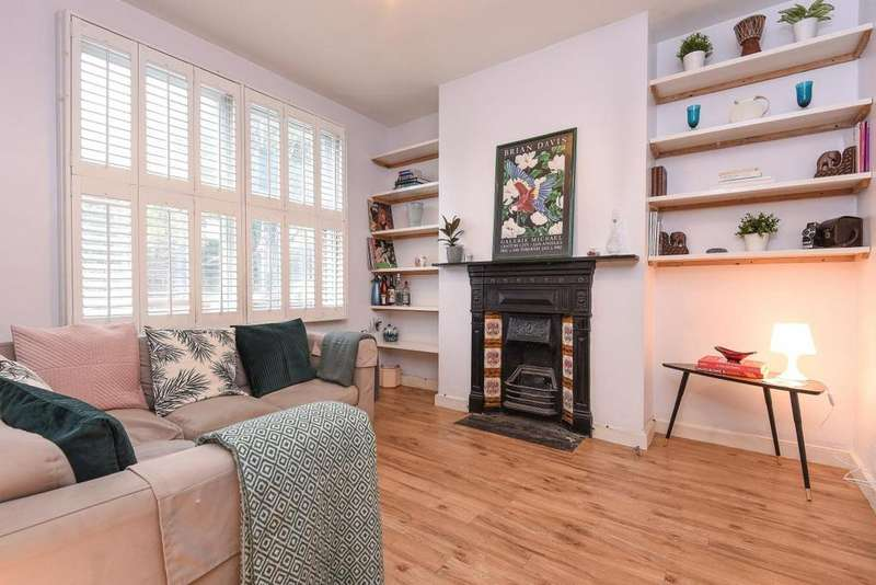 2 Bedrooms Flat for sale in Silverthorne Road, Battersea